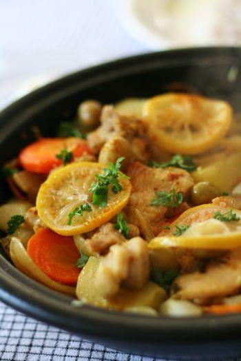 寒い時期こそ大活躍してくれる!タジン鍋を使ったお役立ちレシピ集 ... 「レモンチキンタジン」 レモンが入っているから、さっぱりさわやかな風味