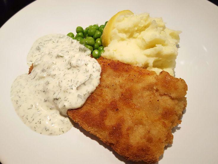 Panerad fisk med potatismos och kall dillsås