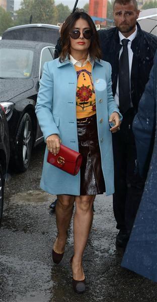 Salma Hayek llega al desfile de Gucci en la Semana de la Moda de Milan, Italia, el 23 de septiembre de 2015.¿Nos sigues en Facebook?