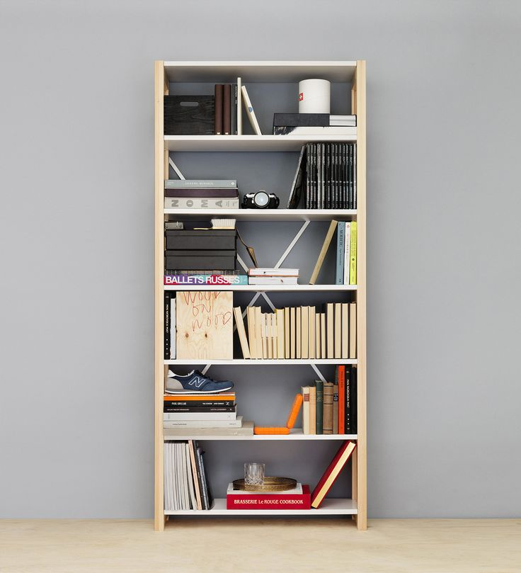 Less is more. Store your favourite stuff and your books in this beautiful simple shelf. You´ll find the Lundia Classic shelf in various colours and sizes.