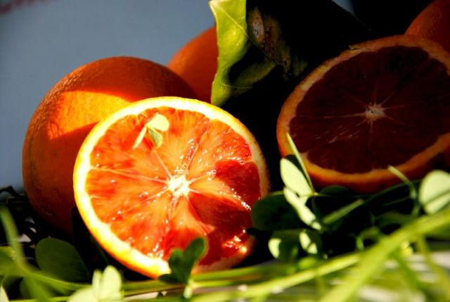 Information about the red orange of Sicily, a typical Sicilian food which also prevents cancer. Discover why this fruit prevents this disease.