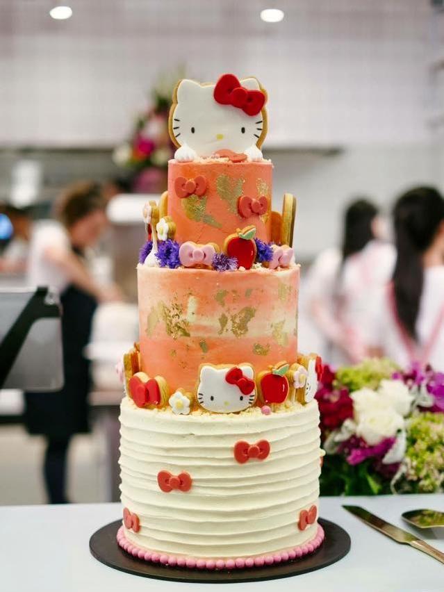 Hello Kitty Diner, Cake by Bakedowncakery