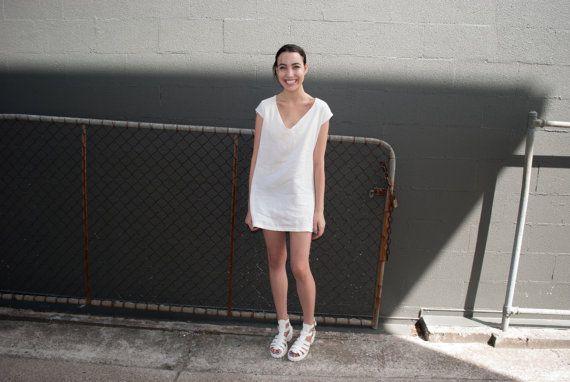 T-shirt lin crème robe robe lin Loose par OlafDesignsStudio