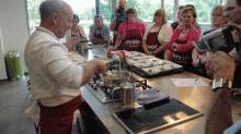 Croque van Breydelspek, zalm en mozarella met limoen-honing vinaigrette