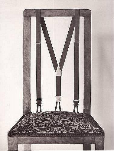 Ну а если стул растерял некоторые детали в результате своей жизни и нещадной эксплуатации, кое-что можно восстановить. Например,  подтяжками. Прикольно, но славно