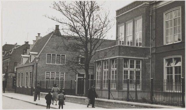 Een deel van het Sint Elisabeths Gasthuis aan de Gasthuisvest, ziende naar het westen, 1935