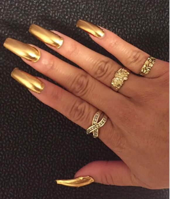 love the color, but the long nails.. nawwww