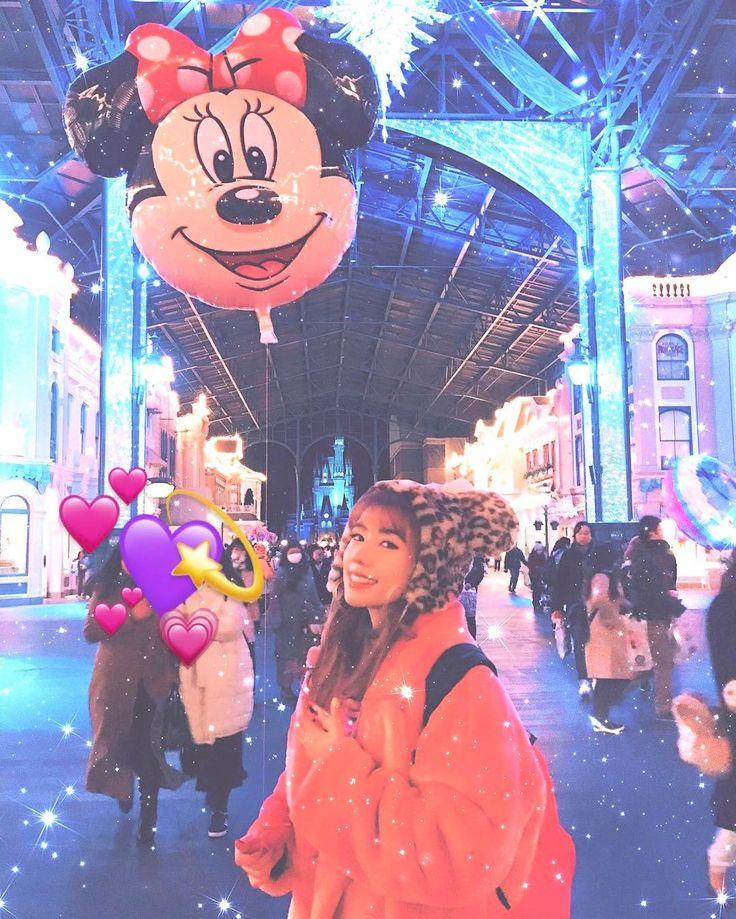 【仲里依紗/モデルプレス=1月26日】女優の仲里依紗が26日、自身のInstagramを更新。全身ピンクのド派手コーディネートに身を包み、東京ディズニーランドを満喫する様子を公開している。
