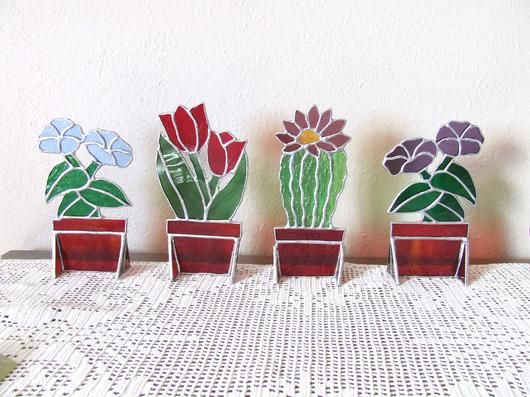 Stained glass flowers to sit on a window sill.  Cute!