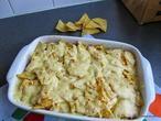 Mexicaanse ovenschotel met kip, groenten, tortillachips en kaas