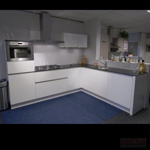 budgetplan greeploze hoekkeuken compleet met inbouw apparatuur werkblad spoelunit mengkraan. Black Bedroom Furniture Sets. Home Design Ideas