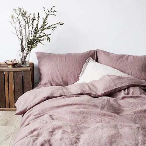Sunday. #sleeping #vintagelinen #mauve #rustic