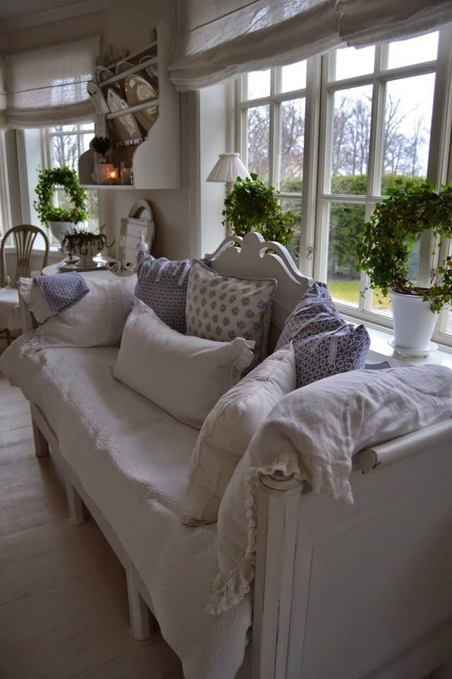 Pin by monika hrd on provence decor pinterest french for French farmhouse bed