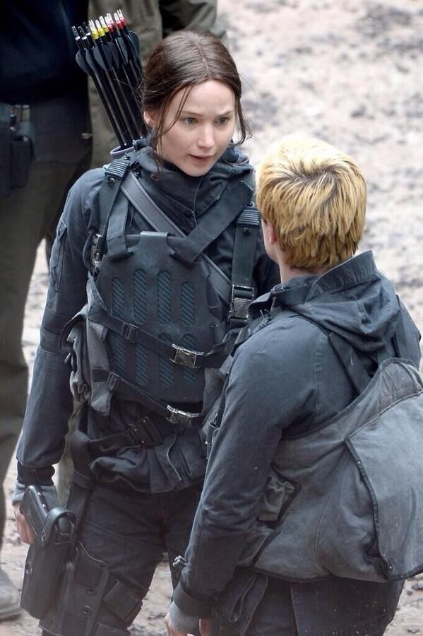 New photos from the set of Mockingjay - Part 2 | Jennifer Lawrence, Liam Hemsworth and Josh Hutcherson filming scenes in France #TheHungerGames