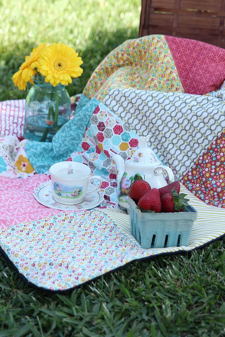 Easy Picnic Quilt on iheartnaptime.com using 10 inch square stackers...90 minutes
