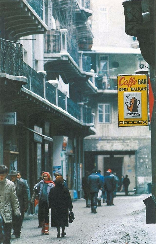 33 Fascinating Color Photos That Capture Street Scenes Of Zagreb Croatia In The 1980s Vintage Everyday Zagreb Croatia Zagreb Croatia