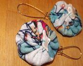 boucles d'oreille yoyos en tissu imprimé fleuri