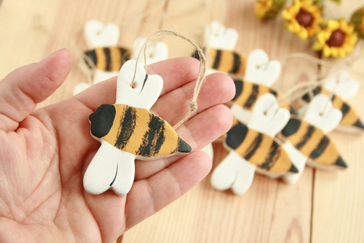 Salt dough Bumble Bee hanging ornament, Tree decorations, Party favors, Primitive Honey bee , Rustic bee Spring, Summer decor, Busy Bee