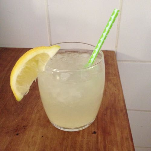 Frisse citroen-gemberlimonade zelf maken - I am Cooking with Love Een verfrissend drankje voor de hete zomerdagen.