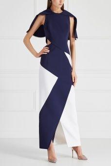 Комбинированное платье Hakaan. Авангардный крой в сочетании с контрастными цветовыми решениями – узнаваемый дизайн бренда Hakaan. Обратите внимание на это длинное платье с вырезами на талии и сбоку, дополненное отлетной деталью на спине. Темно-синяя ткань основы акцентирована белыми панелями геометрической формы. Носите с однотонной лаконичной обувью.