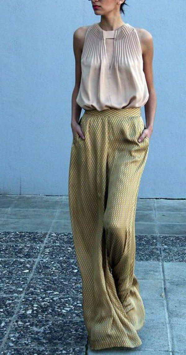pantalon fluide et chemise beige magnifique, un style impressionnant