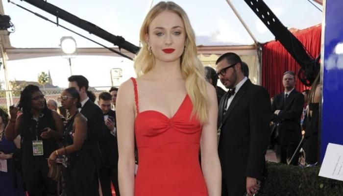 Dating Joe Jonas is easy: Sophie Turner – Gossip Movies