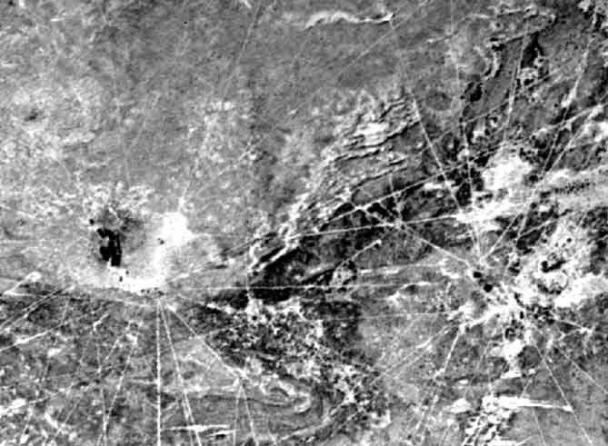Sajama Lines (Сахамские линии) Те, на кого произвели впечатление Линии Наска или Канделябр Паракаса, несомненно должны знать о геоглифе в природном парке Сахама в западной Боливии. Он также состоит из многочисленных линий, врезанных в поверхность земли, однако по размеру все остальные подобные изображения покажутся карликовыми по сравнению с этим гигантом