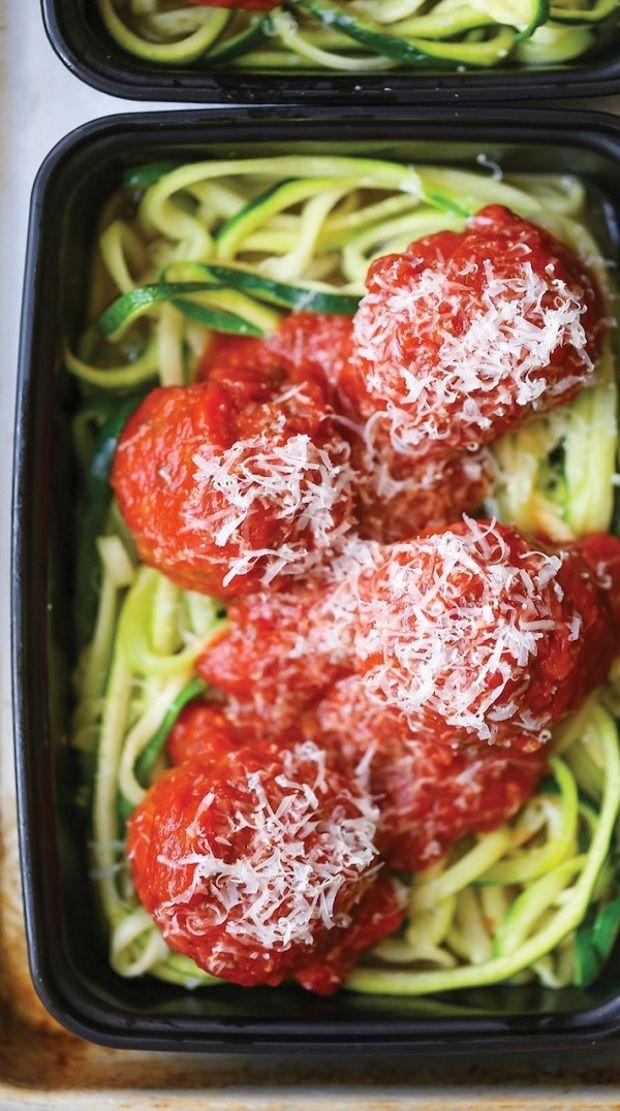 A világ legtökéletesebb diétás zöldsége a cukkini: rengeteg rost, szinte semmi szénhidrát! Zseniális, hogy tésztaként is használhatod! Eg...