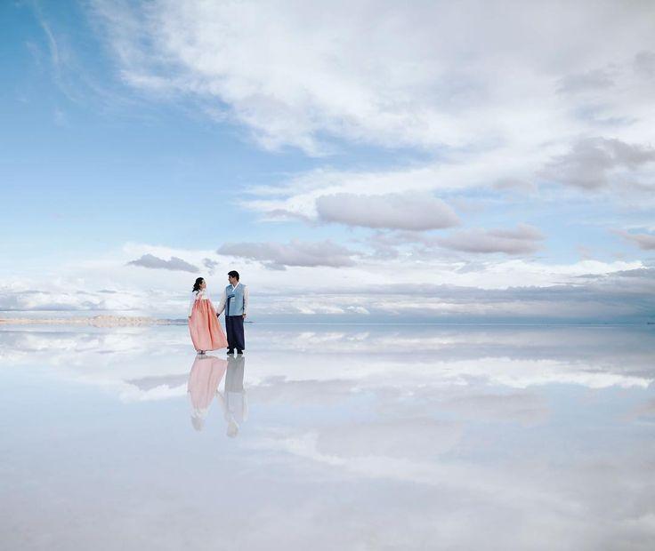 Where the sky meets the earth and where love meets adventure this is the marvelous Uyuni Salt flats! #weddingphotography#weddingphotographer#koreanwedding #prewedding #preweddingphotoshoot #pklfotografia#pklweddings#bolivianweddingphotographer #saltflats #uyunisaltflats #salardeuyuni #uyunisaltflatsphotoshoot #saltflatsphotography #skyreflection #weddingphotography#weddingphotographer#weddingday#realwedding#weddinginspo##pklfotografia#pklweddings#bolivianweddingphotographer…