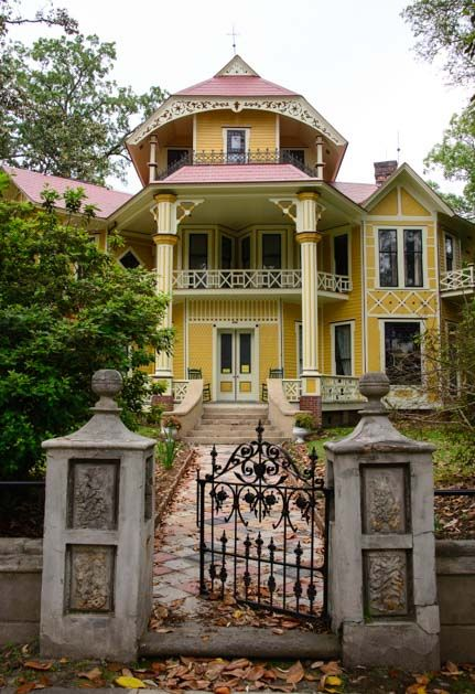 Thomasville Georgia Is Filled With Elegant Antebellum Mansions Click The Pic For More Pics