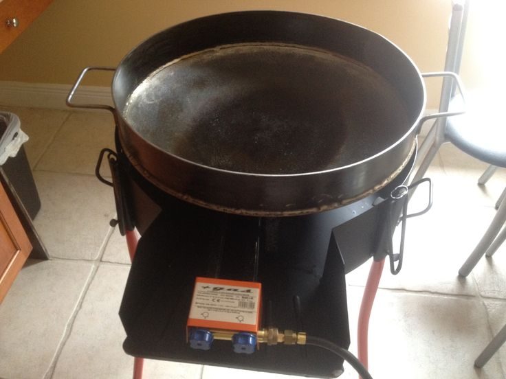Disco de Arado (Plow Disc) 22in diameter. Made in USA. With Garcima Professional burner.