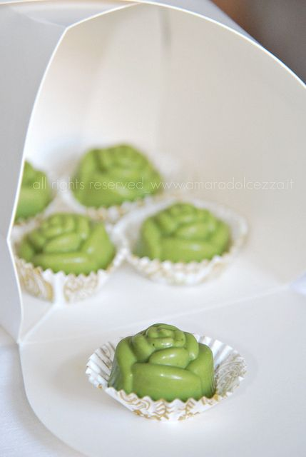 Cioccolatino al tè matcha by Amaradolcezza, via Flickr