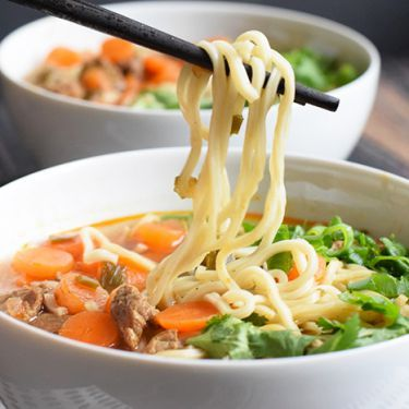 A simple low FODMAP beef ramen with spelt noodles. This recipe is lactose-free, dairy-free, soy-free and there is also a gluten-free option.