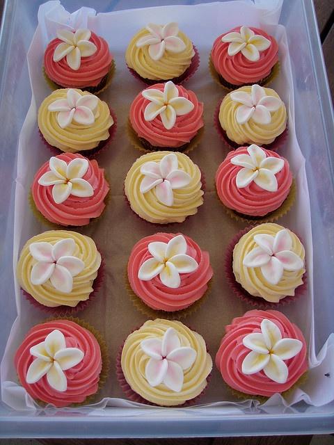 Plumeria cupcakes!