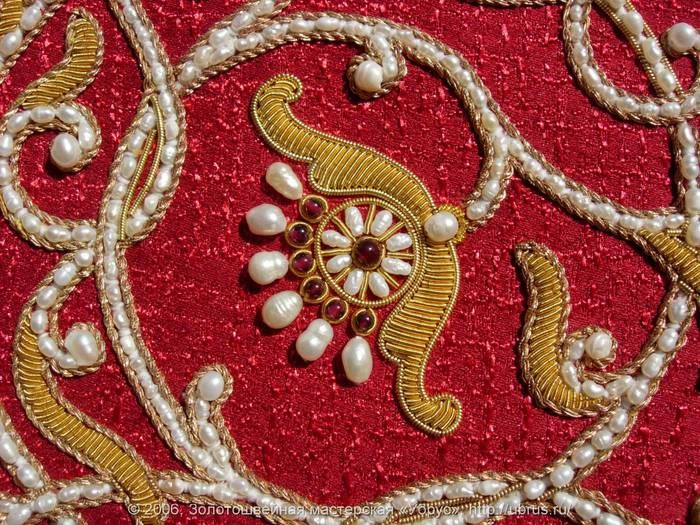 Russian embroidery & bead work... not my period or persona. still, very pretty.