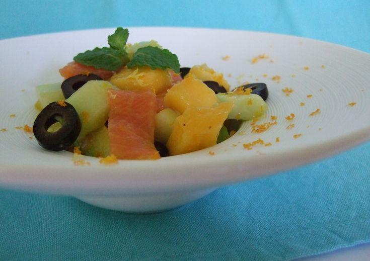 Salade de mangue verte, avocat, concombre, truite fumée...