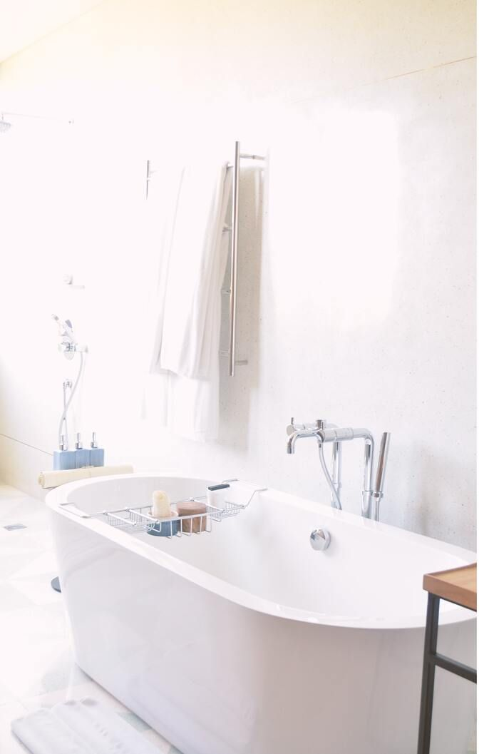 子供も安心 ハッカ油やアロマオイルで 虫除けスプレー を手作りしよう キナリノ 2020 浴室リフォーム 浴室の改装 ラグジュアリーなバスルーム