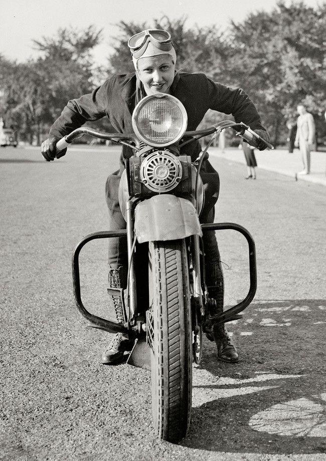 Sally Halterman, la primera mujer en recibir licencia para conducir una motocicleta en Washington D.C. (1937)
