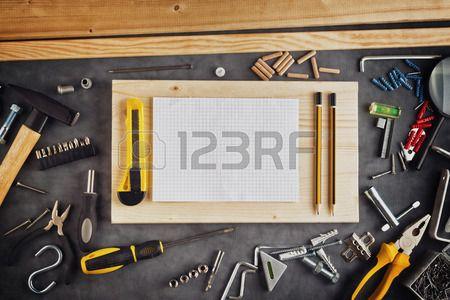 Surtido H galo usted mismo las herramientas de bricolaje y P gina en blanco Port til como copia espa Foto de archivo