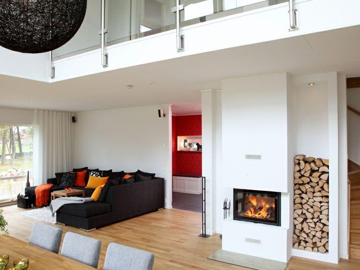 Allegro ett hus med plåttak och stora fönster. Gott om öppna ytor ...