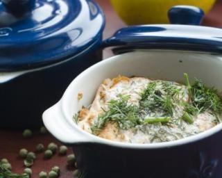 Gratin de poireaux et miettes de saumon : http://www.fourchette-et-bikini.fr/recettes/recettes-minceur/gratin-de-poireaux-et-miettes-de-saumon.html