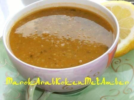 Algerijnse vegetarische harira (dikke, gevulde maaltijdsoep)
