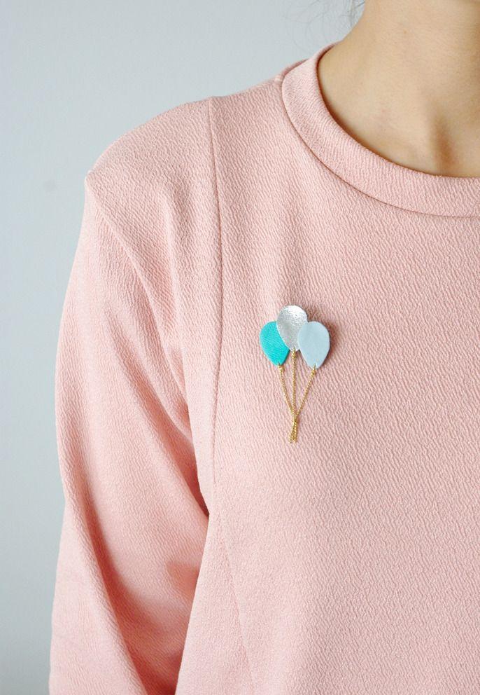 Broche Ballons en cuir bleu menthe or {bijou féminin poétique moderne romantique pop enfantin } : Broche par l-indiscrete