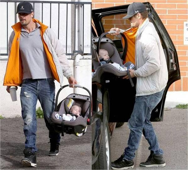 Actor Josh Duhamel spotted wearing his K•WAY Claude Cotton Reversible while out with his family this past holiday weekend. #CelebsLoveKWAY #KWAY