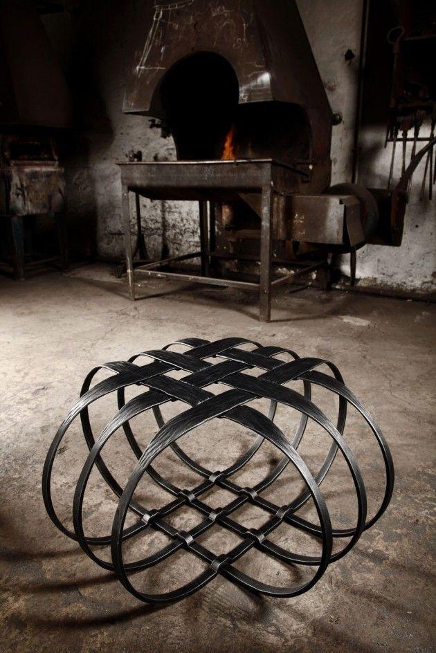 Bonita mesa metálica de acero forjado