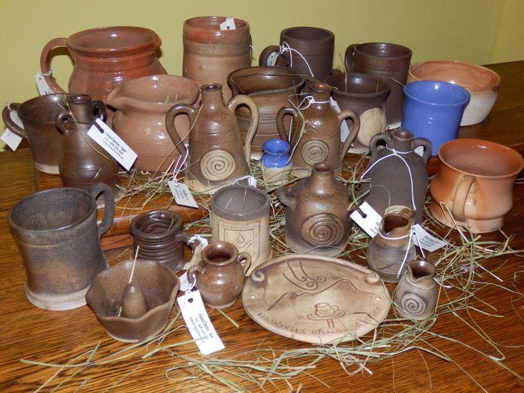 Nechte se vtáhnout do příběhu originální autorské keramiky ze Zaječič. Hrnčířka Romana Kášová pro naše čtenáře připravila malý výlet do tradice hrnčířského řemesla.