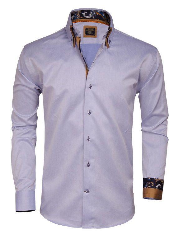 Prachtig Italiaans overhemd van Wam Denim. Het slimfit overhemd is gemaakt van puur katoen met een satijn finish. Dit heren shirt met transparant blauwe knopen is afgewerkt met stevige manchetten en een bruine dubbele kraag.
