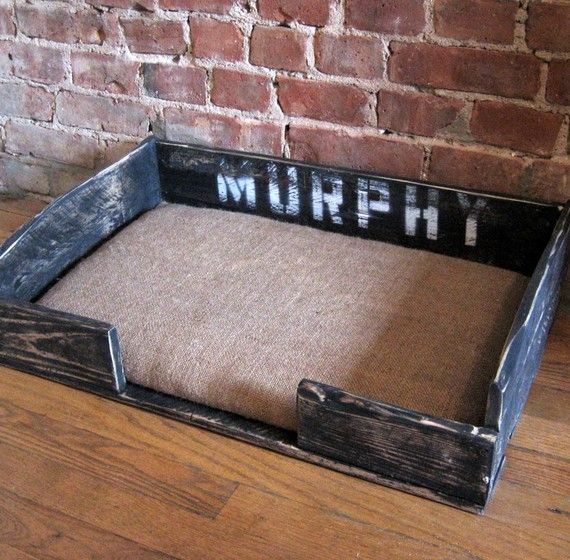 Pallet dog bed: i know someone that shld make this for their dog brody bcuz it will match their pallet bed... :D