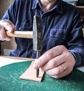 Chcesz, aby twoje produkty były podziwiane przez innych? Wykorzystaj blask i piękno nitów osadzonych kryształem. Tutaj jest instrukcje jak to zrobić.