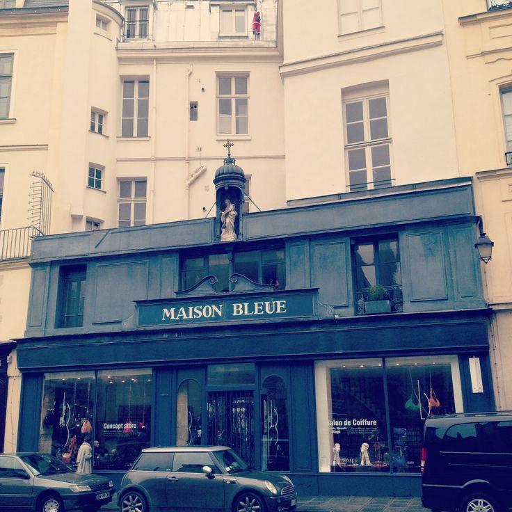 Paris maison bleu